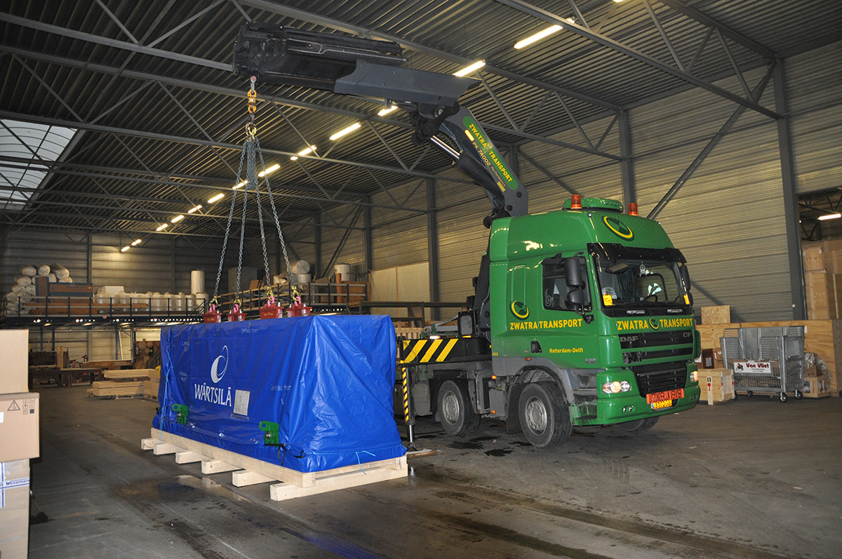 Wartsila Motor 25 metric ton in a 20ft open top container
